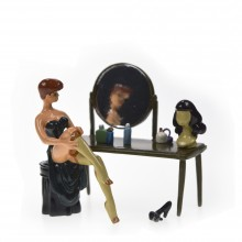 Figurine - Pin-Up at her dressing table