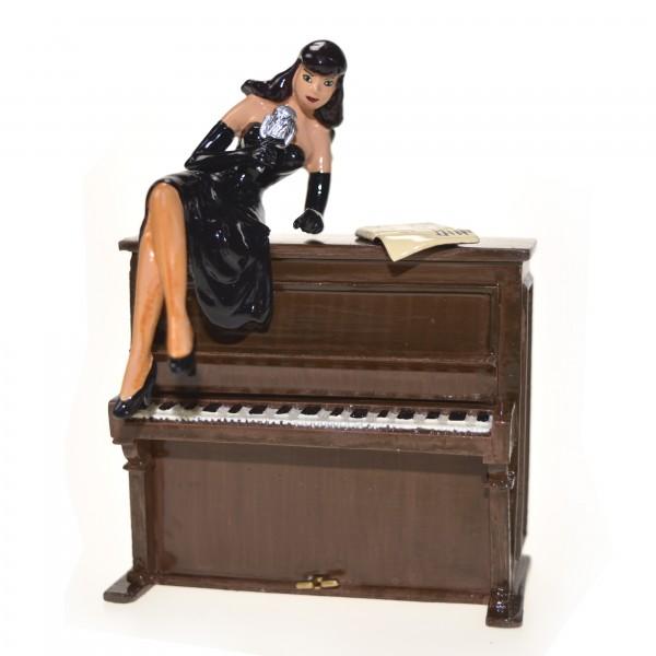 BOITE 1/4 LA PIN'UP SUR LE PIANO