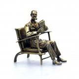 Blake dans son fauteuil - Pixi Bronze - Blake et Mortimer